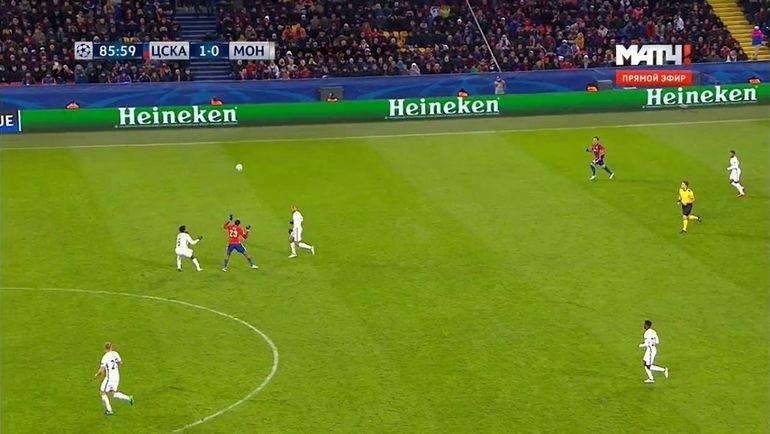 Страндбергу не удалось зацепиться за мяч в центре поля и попытаться развить контратаку.