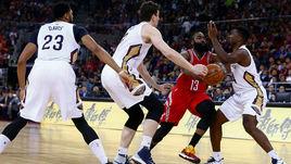 Джеймс ХАРДЕН (№13), Энтони ДЭВИС (№23) и Соломон ХИЛЛ (справа) - те, за кем стоит следить в предстоящем сезоне НБА.
