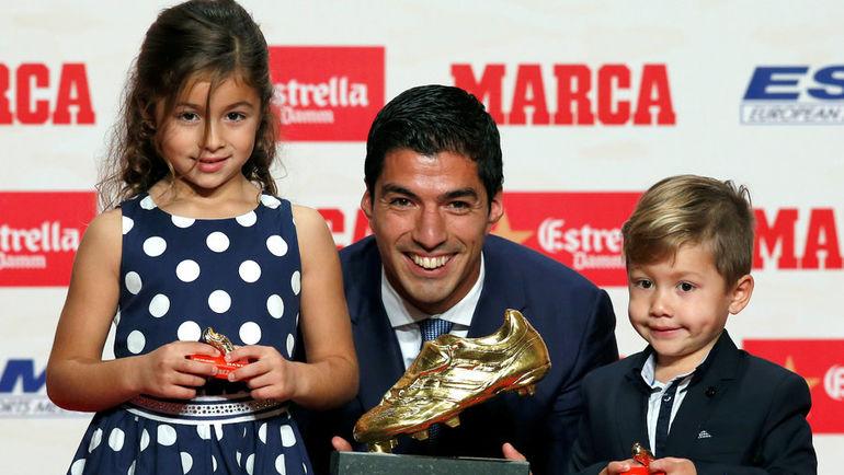 Луис СУАРЕС и его дети. Фото REUTERS