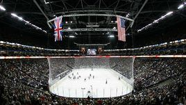 """2007 год. Лондон. """"Лос-Анджелес"""" - """"Анахайм"""" - 1:4. НХЛ неоднократно проводила в Лондоне выставочные матчи, а в 2007-м организовала на """"O2 Арене"""" две встречи регулярного чемпионата. Не исключено, вскоре в столице Великобритании появится клуб КХЛ."""
