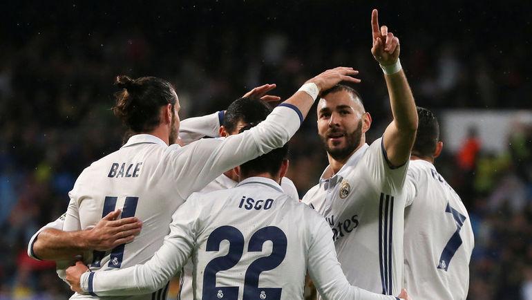 """Воскресенье. Мадрид. """"Реал"""" - """"Атлетик"""" - 2:1. Футболисты """"Реала"""" празднуют гол."""