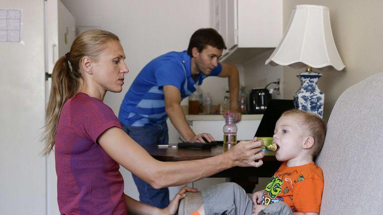 Юлия СТЕПАНОВА с сыном Робертом. Фото REUTERS