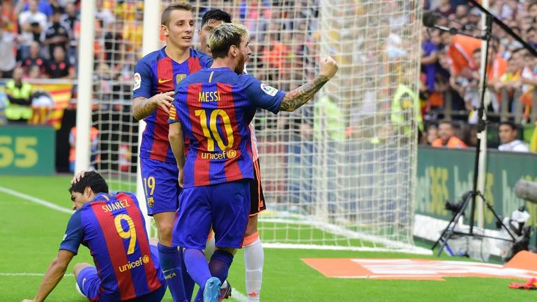 """Суббота. Валенсия. """"Валенсия"""" - """"Барселона"""" - 2:3. Тирада Лионеля МЕССИ (№10) в адрес болельщиков """"Летучих мышей"""". Фото AFP"""