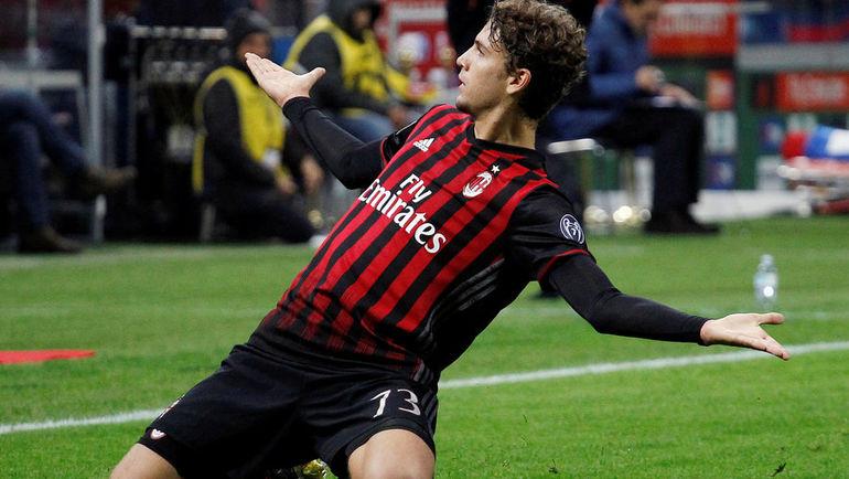 """Суббота. Милан. """"Милан"""" - """"Ювентус"""" - 1:0. Мануэль ЛОКАТЕЛЛИ празднует гол. Фото REUTERS"""