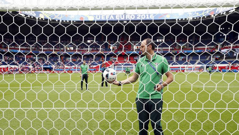 Обязательная проверка системы перед началом матча. Фото REUTERS