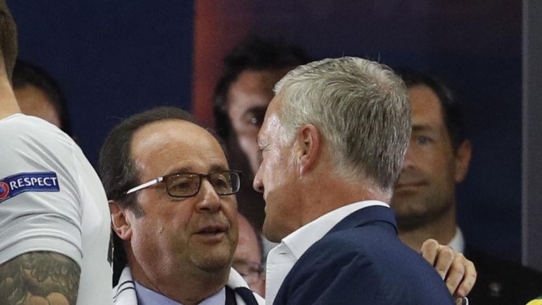 Франсуа ОЛЛАНД и главный тренер сборной Франции Дидье ДЕШАМ. Фото REUTERS