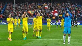 """Вторник. Мадрид. """"Атлетико"""" - """"Ростов"""" - 2:1. Гости благодарят болельщиков за поддержку."""