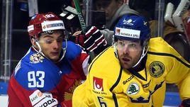 Сегодня. Хельсинки. Россия - Швеция - 3:2. Николай ПРОХОРКИН (слева) был очень активен и в конце шведы заработали на нем удаление.