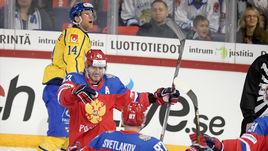 Суббота. Хельсинки. Швеция - Россия - 2:3. Валерий НИЧУШКИН и Андрей СВЕТЛАКОВ празднуют гол.
