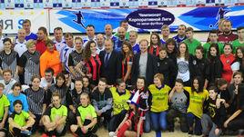 Куратор ТДК Валерий ГАЗЗАЕВ с участниками решающих матчей.