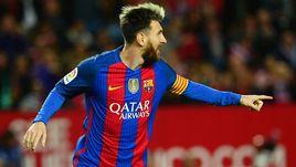 """Вчера. Севилья. """"Севилья"""" - """"Барселона"""" - 1:2. 43-я минута. Лионель МЕССИ празднует юбилейный гол."""