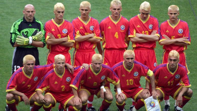 1998 год. Бордо. Румыния - Хорватия - 0:1. Игроки сборной Румынии покрасили волосы в белый цвет. Фото AFP
