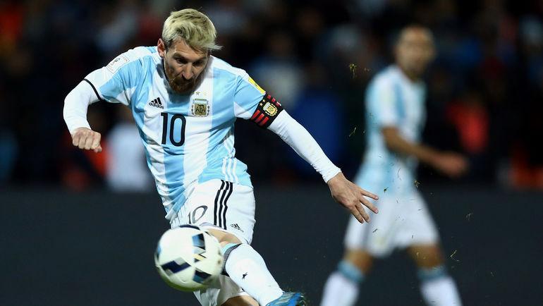 С Лионелем МЕССИ в составе сборная Аргентины выиграла в отборочном турнире к чемпионату мира-2018 три матча из трех. Фото AFP