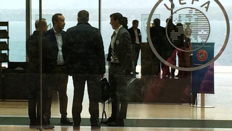 """Сегодня. Ньон. Роман ЕРЕМЕНКО (справа) и Марко ТРАБУККИ (второй слева). Фото Филипп ПАПЕНКОВ, """"СЭ"""""""