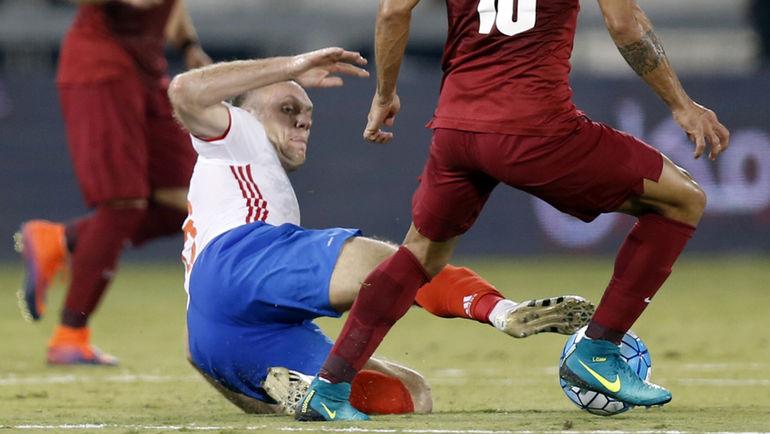 Сегодня. Доха. Катар - Россия - 2:1. В подкате - Денис ГЛУШАКОВ. Фото AFP