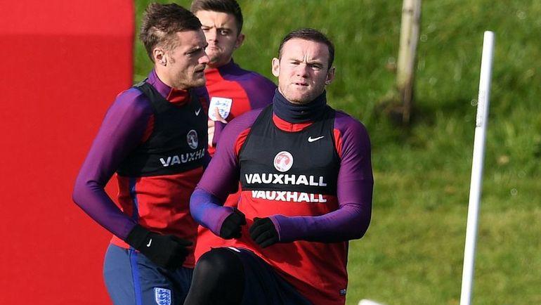 Вчера. Бертон-апон-Трент. Уэйн РУНИ и Джейми ВАРДИ (слева) на тренировке сборной Англии. Фото AFP