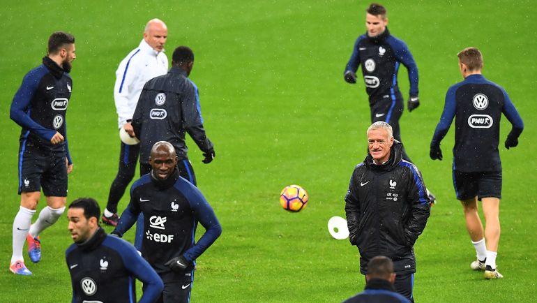 Дидье ДЕШАМ на тренировке сборной Франции. Фото AFP