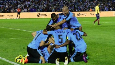 Уругвай побеждает без Кавани. Конкуренты дают шанс Аргентине