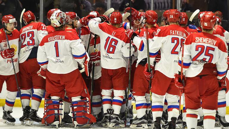 Молодежная сборная России празднует победу. Фото Официальный сайт ФХР.