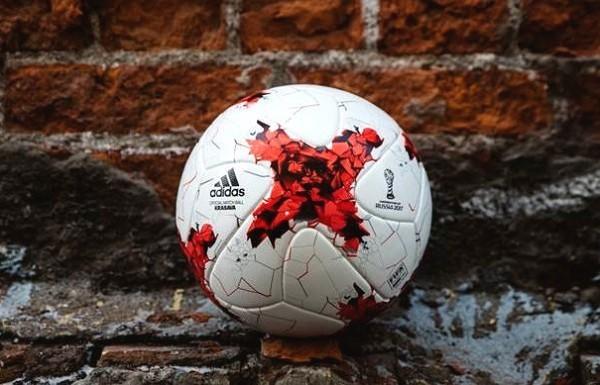 """""""Красава"""" - официальный мяч Кубка конфедераций-2017. Фото Adidas."""