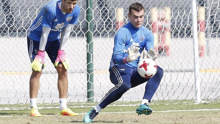 Игорь АКИНФЕЕВ (справа) готов сыграть с Румынией. Фото РФС