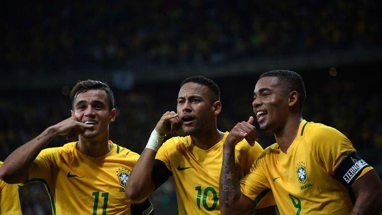 Бразильцы КОУТИНЬЮ, НЕЙМАР и ГАБРИЭЛ ЖЕЗУС празднуют победу над Аргентиной. Фото AFP