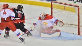 Понедельник. Гамильтон. Сборная OHL – Молодежная сборная России – 5:2. Захари ШЕНИШИН забрасывает первую шайбу канадцев.