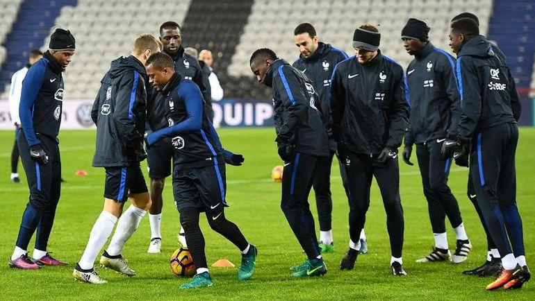 Понедельник. Ланс. Игроки сборной Франции на тренировке перед матчем с Кот-д'Ивуаром. Фото AFP