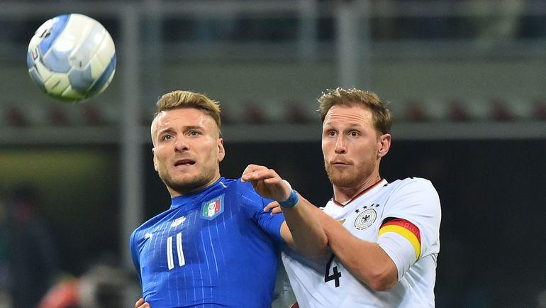 Вчера. Милан. Италия - Германия - 0:0. Чиро ИММОБИЛЕ (слева) против Бенедикта ХЕВЕДЕСА. Фото AFP