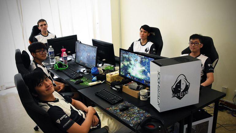 Team Faceless. Фото dota2.ru
