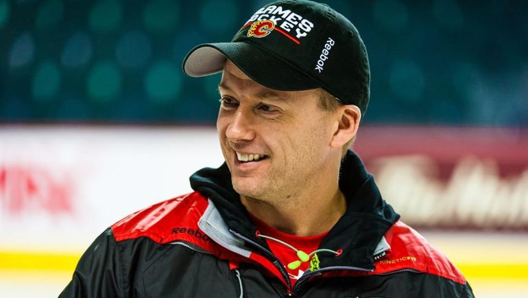 """Глен ГАЛУЦЕН на тренировке """"Калгари"""". Фото NHL.com"""