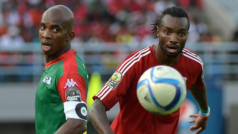 Капитан и лидер сборной Буркина-Фасо Шарль КАБОРЕ (слева). Фото AFP