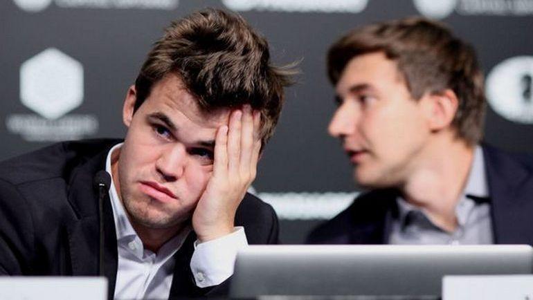 Магнус КАРЛСЕН (слева) и Сергей КАРЯКИН снова сыграли вничью. Фото Владимир БАРСКИЙ, Российская шахматная федерация