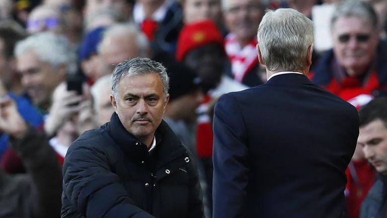 """Сегодня. Манчестер. """"Манчестер Юнайтед"""" - """"Арсенал"""" - 1:1. Жозе МОУРИНЬЮ (слева) и Арсен ВЕНГЕР. Фото REUTERS"""