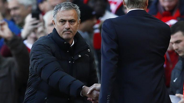 "Сегодня. Манчестер. ""Манчестер Юнайтед"" - ""Арсенал"" - 1:1. Жозе МОУРИНЬЮ (слева) и Арсен ВЕНГЕР."