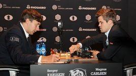 Сегодня. Нью-Йорк. Сергей КАРЯКИН (слева) и Магнус КАРЛСЕН.