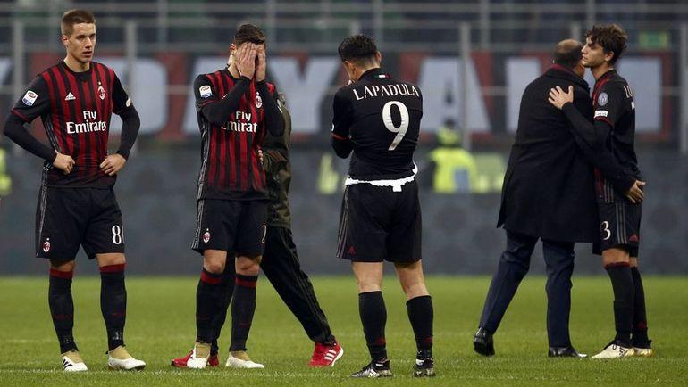 """Воскресенье. Милан. """"Милан"""" – """"Интер"""" – 2:2. Игроки """"Милана"""" упустили победу в добавленное время."""