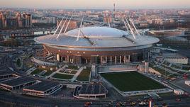 Октябрь. Вид на строящийся стадион на Крестовском острове.