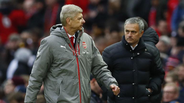 """Суббота. Манчестер. """"Манчестер Юнайтед"""" - """"Арсенал"""" - 1:1. Жозе МОУРИНЬЮ (справа) и Арсен ВЕНГЕР. Фото Reuters"""