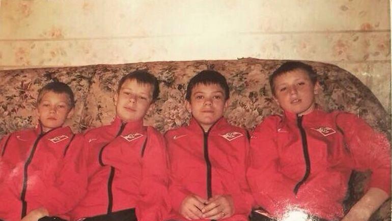 Александр СЕЛИХОВ (справа) в спартаковской школе 10 лет назад. Фото из архива семьи Селиховых.