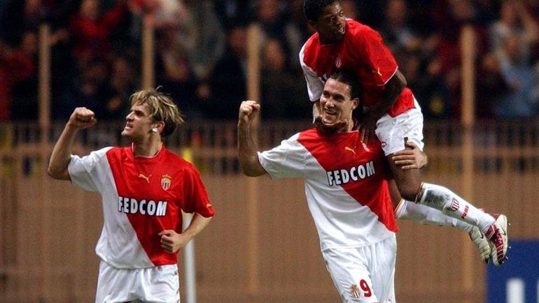 "5 ноября 2003 года. Монако. ""Монако"" – ""Депортиво"" - 8:3. Дадо ПРШО (№9) забил четыре мяча в ворота соперника. Фото AFP"
