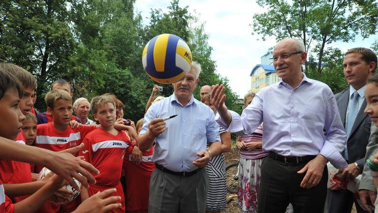 Глава Башкирии Рустэм ХАМИТОВ уделяет огромное внимание спорту.