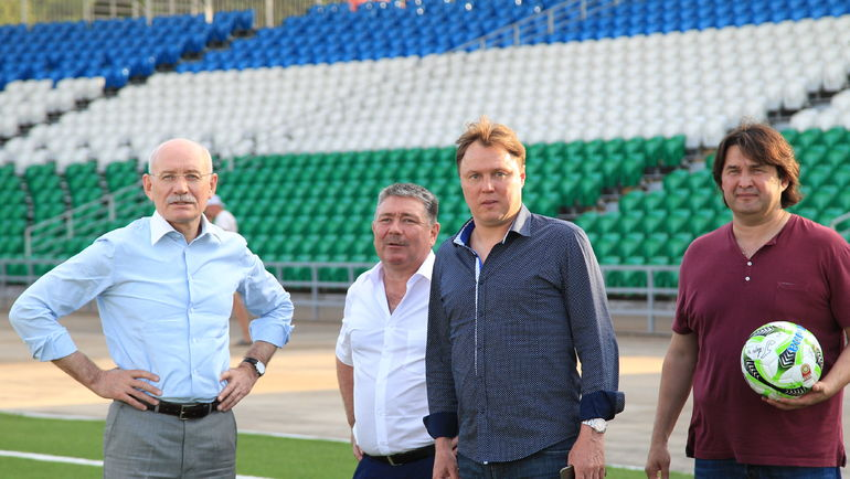 Рустэм ХАМИТОВ (слева), Игорь КОЛЫВАНОВ (второй справа) и Шамиль ГАЗИЗОВ (справа).