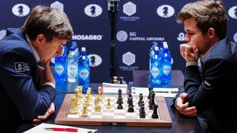 Сергей КАРЯКИН (слева) против Магнуса КАРЛСЕНА. Фото AFP
