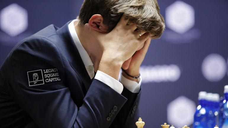 Сергей КАРЯКИН проиграл Магнусу Карлсену в 10-й партии. Фото AFP