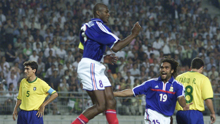 В полуфинале Кубка конфедераций-2001 французы обыграли бразильцев. Фото REUTERS