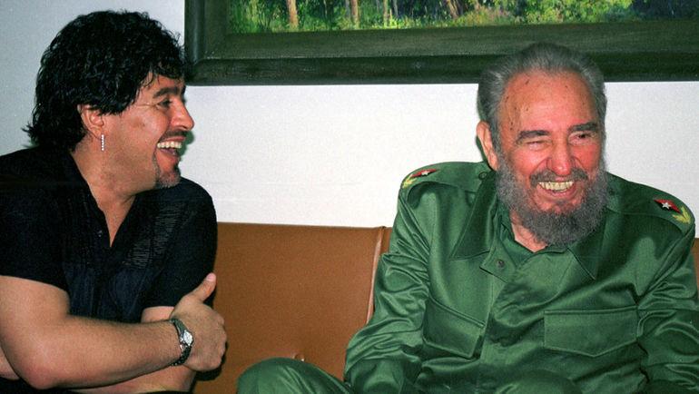 2001 год. Диего МАРАДОНА и Фидель КАСТРО. Фото REUTERS