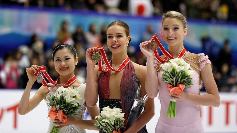 Суббота. Саппоро. Анна ПОГОРИЛАЯ (в центре), Мария СОТСКОВА (справа) и Сатоко МИЯХАРА. Фото Reuters