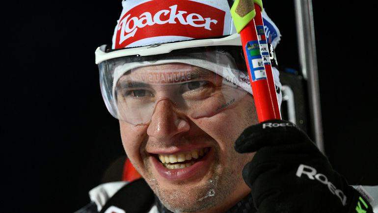 Итальянец Доминик ВИНДИШ в финишном створе опередил Антона Шипулина. Фото Reuters