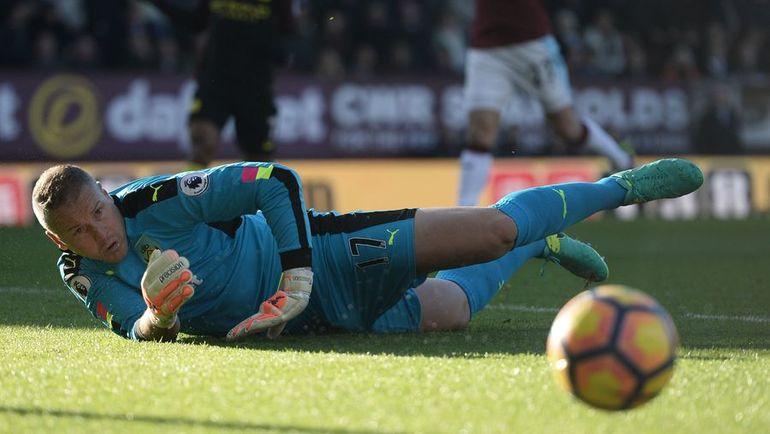 """Суббота. Бернли. """"Бернли"""" - """"Манчестер Сити"""" - 1:2. Пол РОБИНСОН. Фото AFP"""